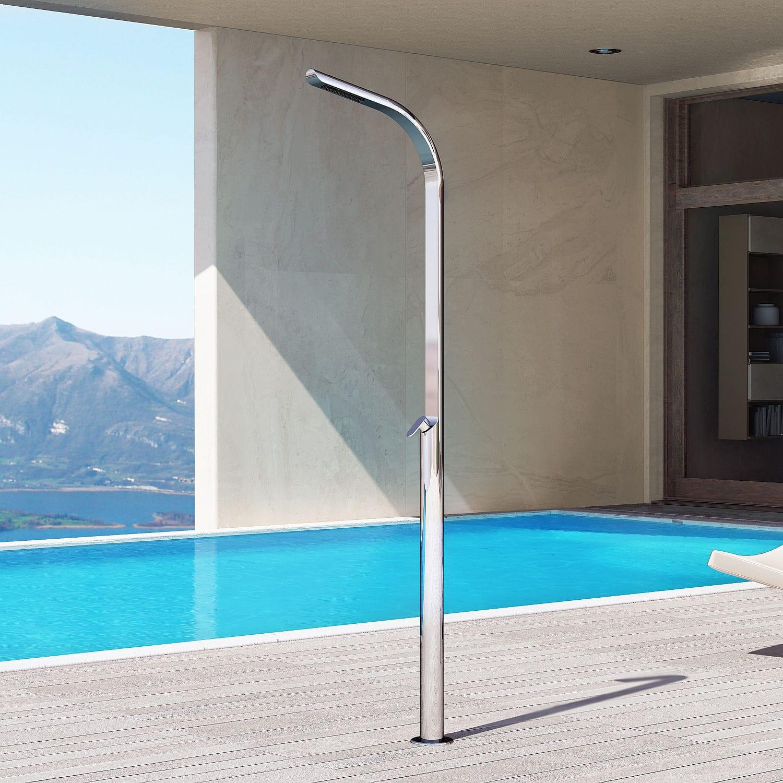 Les accessoires de confort pour une douche de piscine