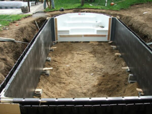 La piscine enterrée en kit en coffrages modulaires