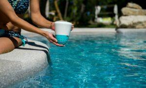 Eau de piscine propre - La surveillance de l'équilibre de l'eau